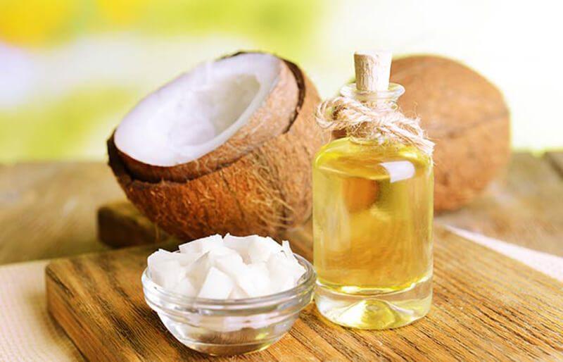 Dầu dừa và dầu đinh hương trị mụn