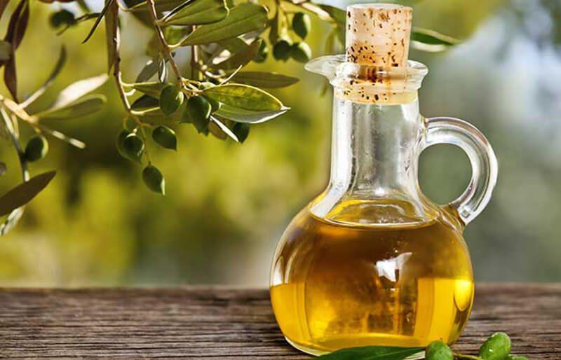Dầu ô liu và dầu đinh hương trị mụn
