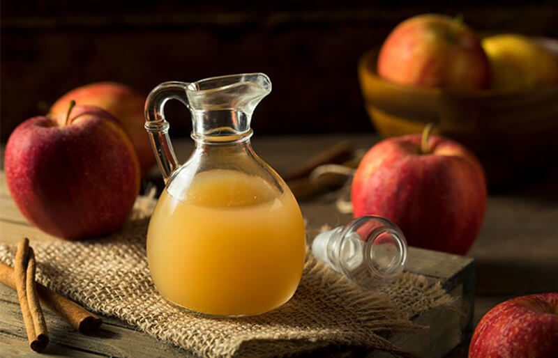 Giấm táo và trà xanh trị mụn