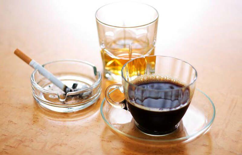 Caffeine và rượu: Cà phê, rượu, bia và thuốc lá